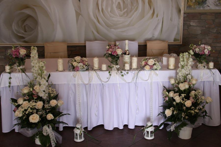 kak-ukrasit-svadebnyj-zal-svoimi-rukami